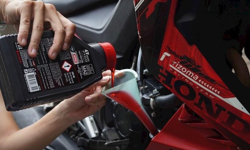 Hướng dẫn cách thay nhớt xe máy số xe tay ga
